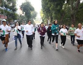 Các đại sứ tham gia chạy vì trẻ em Hà Nội 2019