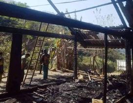 Căn nhà 2 gian bất ngờ bùng cháy dữ dội khi chủ đi vắng