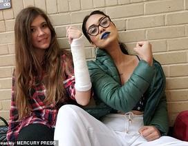 Nữ bác sĩ đi thi Miss World giải cứu cho đối thủ bị gãy xương cổ tay