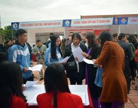 """Quảng Bình: Gần 1.500 học sinh được tư vấn """"chọn học đúng nghề, thành công tương lai"""""""