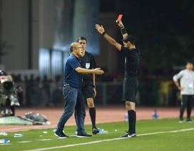 Khoảnh khắc HLV Park Hang Seo bị thẻ đỏ do phản ứng trọng tài