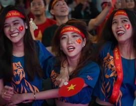 """""""Vỡ òa"""" với 3 bàn thắng của Văn Hậu, Hùng Dũng"""