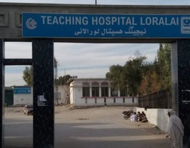 Y tá bắt cóc một trong hai bé sinh đôi ngay từ phòng sinh