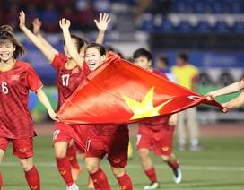 Dạ Hương tặng 250 triệu đồng cho tuyển bóng đá nữ Việt Nam