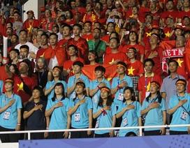 Đội tuyển nữ đến sân khích lệ tinh thần cho U22 Việt Nam