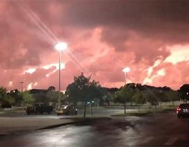 """Bí ẩn hiện tượng bầu trời """"bốc cháy"""" tại Mỹ như ngày tận thế"""