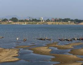 Sông Mekong đổi sang màu lạ vì cạn nước