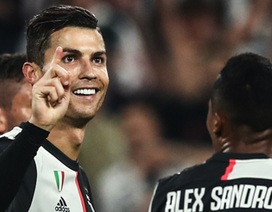 """C.Ronaldo được bạn gái Georgina Rodriguez """"truyền lửa"""" trong mọi trận đấu"""