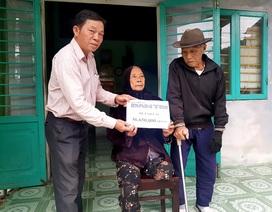 Bạn đọc giúp đỡ hơn 56 triệu đồng cho hai cụ sống cơ cực trong đói nghèo