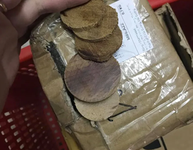 """Không đặt vẫn bị gửi hàng về nhà, mở ra """"té ngửa"""" mấy miếng gỗ mục"""