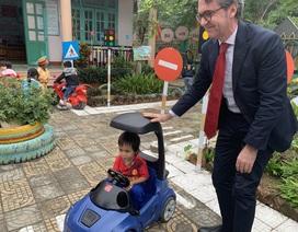"""Đại sứ EU với """"một vé đi tuổi thơ"""""""