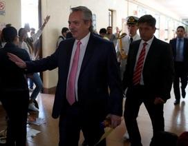 Tổng thống Argentina bất ngờ đi coi thi đại học