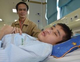 Bác sĩ viện Bạch Mai kêu gọi mạnh thường quân cứu chàng trai mắc tim bẩm sinh