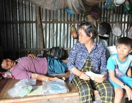 Người mẹ nghèo bán nhà Đại đoàn kết sống lay lắt gầm cầu thang bệnh viện để cứu con trai