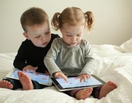"""Đừng vô tình giúp con """"nghiện"""" smartphone!"""