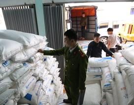 Bắt giữ hàng chục tấn đường nhập lậu ở vùng biên giới