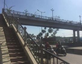 Nữ sinh nôn ói rồi tử vong trên cầu vượt bộ hành Suối Tiên