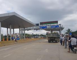 Trạm BOT ở Khánh Hòa bị dân vây, xả trạm liên tục ngày đầu thu phí