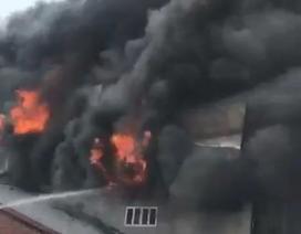 Cửa hàng điện máy bốc cháy dữ dội