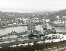 Tàu ngầm Nga chìm cùng ụ nổi