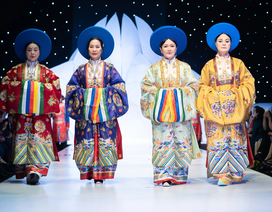 NSND Hoàng Cúc, Thu Hà, Chiều Xuân trình diễn cổ phục thời Nguyễn