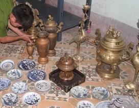 Hà Nội: Gã trai trộm nhiều đồ cổ trị giá hàng tỉ đồng rồi mang đi chôn giấu