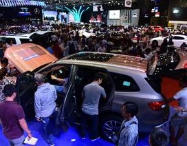 """Đua nhau mua ô tô, Việt Nam chi tiền """"khủng"""" mua xe nhập và linh kiện ngoại"""