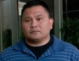Cảnh sát Mỹ đối mặt 10 năm tù vì bắt người vô gia cư liếm nước tiểu
