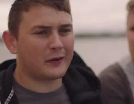 Nhóm thiếu niên sống sót sau vài giờ rơi xuống biển băng dẫn tới tim ngừng đập
