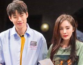 """Đồng nghiệp vô tình tiết lộ Dương Mịch và """"đàn em"""" Nguỵ Đại Huân đang hò hẹn"""