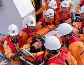 Cứu thuyền viên người Indonesia bị nạn ngoài khơi Nha Trang