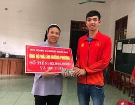 """""""Kình ngư"""" Nguyễn Huy Hoàng trích tiền thưởng SEA Games tặng quà trẻ em khuyết tật"""