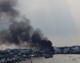 Cần Thơ: Cháy lớn tại xưởng nấu dầu cạnh chợ nổi Cái Răng