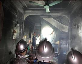 Cảnh sát giải cứu 6 người trong ngôi nhà cháy