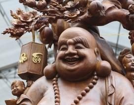 Choáng với bức tượng Phật Di Lặc Cửu tặc làm bằng gỗ hương giá 1 tỷ đồng