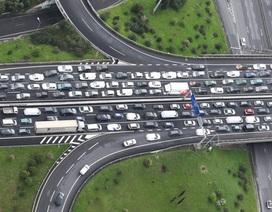 """Giao thông """"trời Tây"""":  Lái xe quá chậm cũng là nguyên nhân tai nạn"""