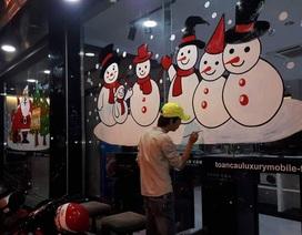 Vẽ ông già Noel trên kính: Nghệ thuật múa bút hái ra tiền