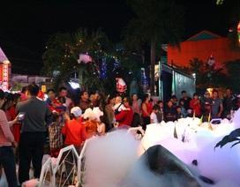 Người dân xứ Quảng cùng du khách rộn ràng xuống đường đón Giáng sinh