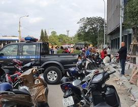 Xe máy điện bị trượt đổ, nữ sinh lớp 10 tử vong dưới bánh xe tải