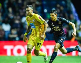 """U23 Thái Lan phải """"cầu cạnh"""" cầu thủ từng bị đuổi trước SEA Games 30"""