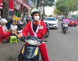 """""""Ông già Noel"""" cưỡi xe máy chạy bở hơi tai vì đắt """"sô"""""""