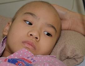 Nhói lòng nghe bé gái bị ung thư xương hỏi: Mẹ ơi chân con đâu rồi?