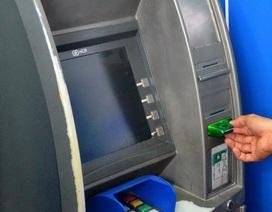 Lạ đời, cả huyện không có trụ ATM nhưng buộc cán bộ nhận lương qua thẻ