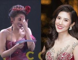 """Hoa hậu Dương Yến Nhung """"ngượng đỏ mặt"""" vì đọc nhầm tên người đoạt giải thành từ nhạy cảm"""