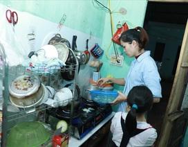 Nữ công nhân đơn thân: Quay cuồng với vòng xoáy kiếm tiền, chăm con