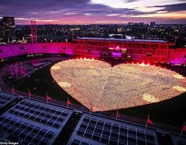 Ý nghĩa đằng sau hình trái tim được thắp sáng từ hàng nghìn chiếc đèn lồng