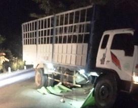 Xe tải tông 2 xe máy, 3 thanh thiếu niên tử vong