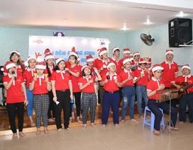Sẻ chia yêu thương cùng trẻ em khiếm thị  trong đêm Giáng Sinh