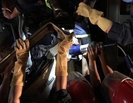 Cắt cabin xe tải giải cứu tài xế bị thương nguy kịch