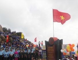 Linh thiêng lễ chào cờ đầu năm mới tại điểm cực Đông trên đất liền